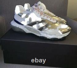 $895 Mens Valentino Garavani Camo Bounce Runner Sneakers White/Red US 9