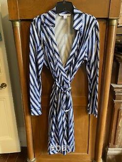 Diane Von Furstenberg blue/white/black New Jeanne Two wrap dress silk Sz 14