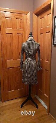 Fabulous New without tags Diane von Furstenberg size 8 Jeanne wrap dress