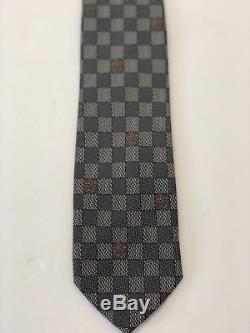 Authentique Louis Vuitton Gris / Or 100% Soie Cravate Damier Monogramme