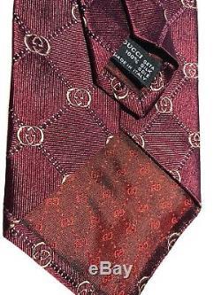 Cravate Gucci 100% Soie Tissée Avec Motif Gg Bordeaux Et Or