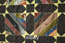 Grande Couette Ancienne À Rayures Romaines Et Étoiles Colorées Faite De Cravates Vintage
