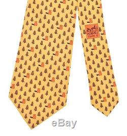 Hermes 5196 Ia Jaune Twill Castors & Pine Trees Motif Whimsical Imprimer Cravate En Soie