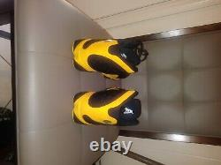 Nike Air Jordan 13 Retro Melo Classe De 2002 Taille 10 Noir Et Jaune