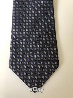 Nouveau Cravate Hermes Paris Staple Style Gris / Bleu H Design Soie France Tres Rare