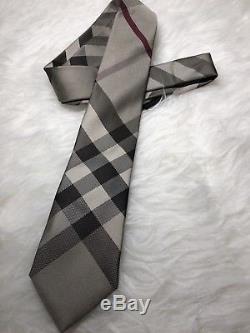 Nwt Authentique Burberry Classique Plaid Motif Hommes Neck Tie En Kaki Et Couleur Gris