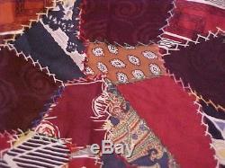 Top Quilt Crazy Des Années 1900 Coloré, Des Cravates Des Hommes De Vintage Hand Pieced